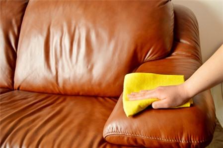 Cách làm sạch đồ da đơn giản, hiệu quả